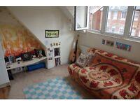 1 Bedroom Top Floor Flat to rent - AUGUST ONLY
