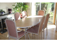 Extendable dining table, 6 matching chairs + matching sideboard.