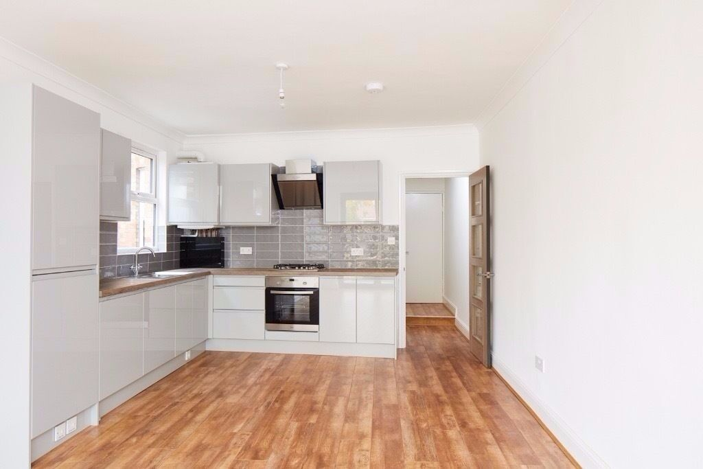 Two bedroom apartment newly refurbished, great location