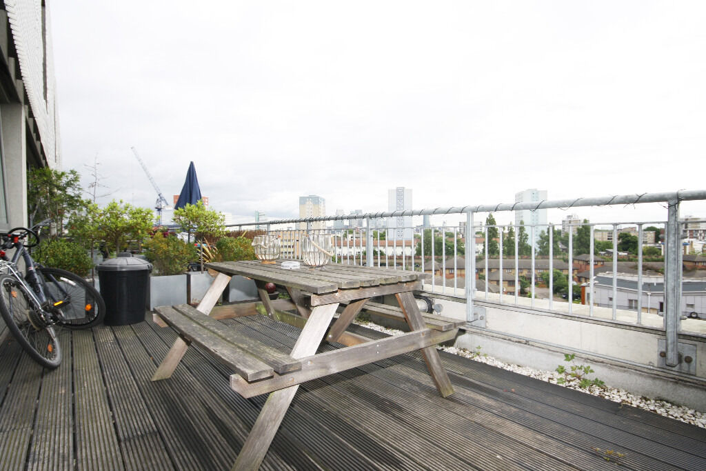 Stunning 2 Bed, 2 Bath Apartment Available In New Cross