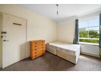 **HUGE ROOM ON TOP FLOOR - BILLS INCLUDED - PROFESSIONAL TENANTS - AVAILABLE TO VIEW**