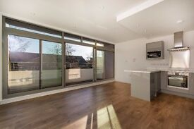 BARTLETT STREET - CR2 - A STUNNING EXTRA LARGE LUXURY 1 BED PENTHOUSE MOMENTS FROM SOUTH CROYDON