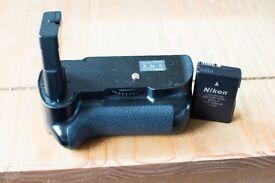 Nikon D5200 grip with genuine Nikon EN-EL14 Battery