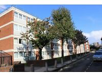 GUIDE PRICE £300-£350 PER WEEK Situated on the Top floor comes this 1/2 bedroom apartment E8 Hackney