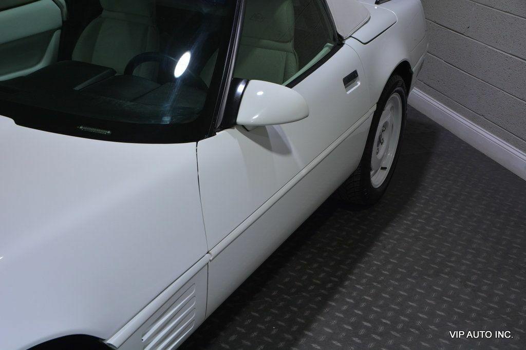 1993 White Chevrolet Corvette Convertible    C4 Corvette Photo 10