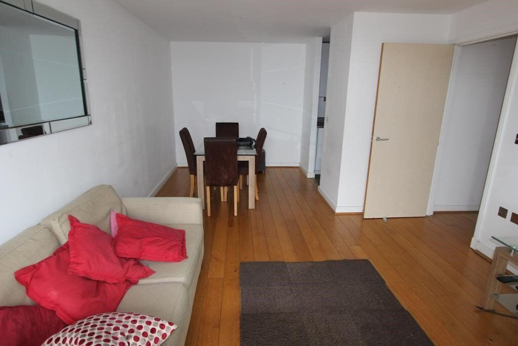 Large two bedroom apartment, Western Gateway, E16, Available now