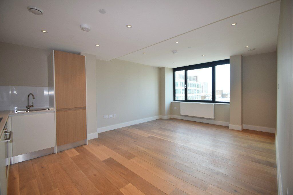 BRAND NEW Luxury Two bedroom Two bathroom Apartment, seconds from East Croydon Station