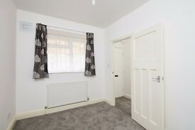 A New Bright Spacious 3 Bedroom Flat Available E1 ! JUST OFF COMMERICAL ROAD !