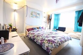 Very Spacious Room in Surbiton near Chessington Tolworth Kingston New Malden Bills included couple w