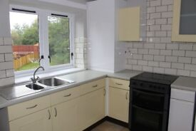 Spacious 2bedroom 3rd floor flat, well kept secure close, No through traffic, on street parking £495
