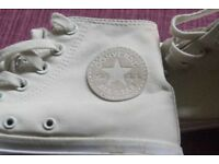 Converse High Top Trainers boys/mens size 7.Only worn twice
