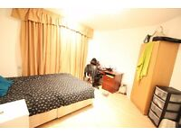 Three Bedroom Flat in Kingston no reception room in JULY CALLING ALL STUDENTS