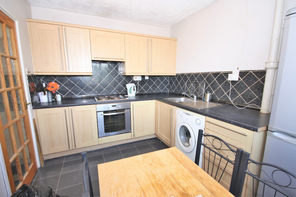 Lovely 1 bed top floor flat situated in the Blackheath area benefiting from lift access & furnished