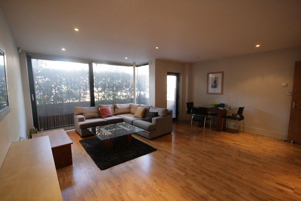 Stunning Large 2 Bed Available only £400pw in Kennington Oval!