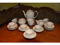 Villeroy and Buch 12 place Tea Service complete with Teapot, Sugar Bowl and Cream Jug