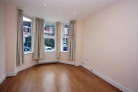 a modern 2 bedroom ground floor flat to rent in ALexandra Palace, N22 £365pw