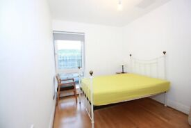 Amazing double room available right NOW! Fantastic location, REDUCED PRICE.