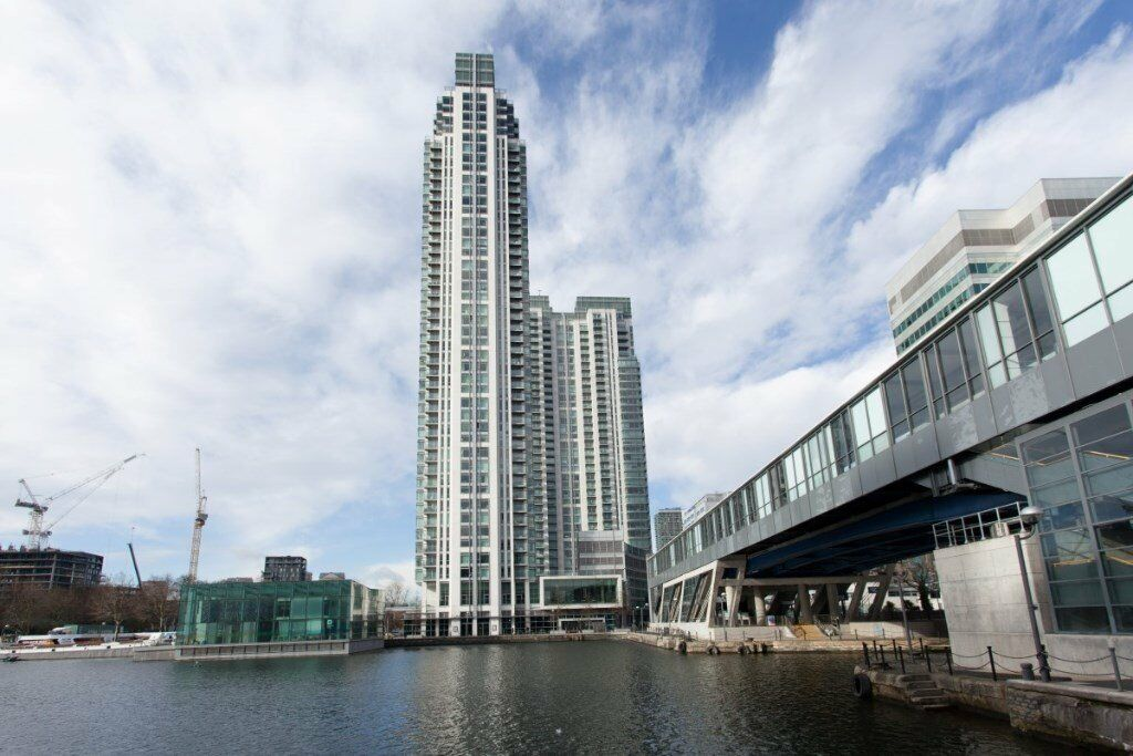 25TH FLOOR LUXURY STUDIO SUITE IN PAN PENINSULA / CANARY WHARF E14 SOUTH QUAY DLR DESIGNER FURNISHED
