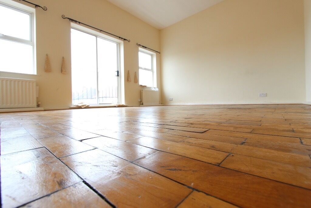 2 Bed Flat. PARKS, SHOPS, AMENITIES, TUBE, BUSES Wooden Floors, Tall ceilings. BARNET EN4 CALL NOW