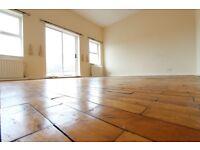 2 Bed Flat. PARKS, SHOPS, AMENITIES, TUBE, BUSES Wooden Floors, Tall ceilings. BARNET EN4 CALL NOW