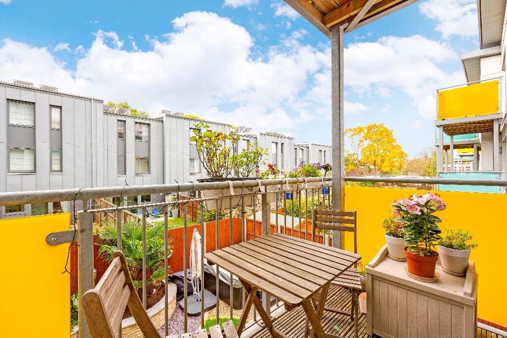 Wharncliffe mews - Modern one bedroom apartment with Private balcony