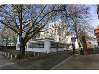Large Two double bedrooms & 2 bathrooms apartment located in the heart of Ealing Broadway.