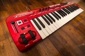 Behringer umx490 midi keyboard controller