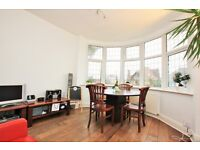 3 bedroom flat in Woodstock Avenue, Golders Green, NW11