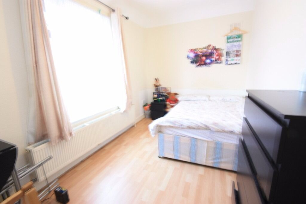 A spacious double in a friendly professional house, close to East Acton Station and amenities