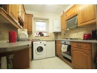 LARGE TWIN ROOM TO RENT IN CHALK FARM NEARBY THE TUBE STATION LOVELY LOCATION TO LIVE. 13BEE
