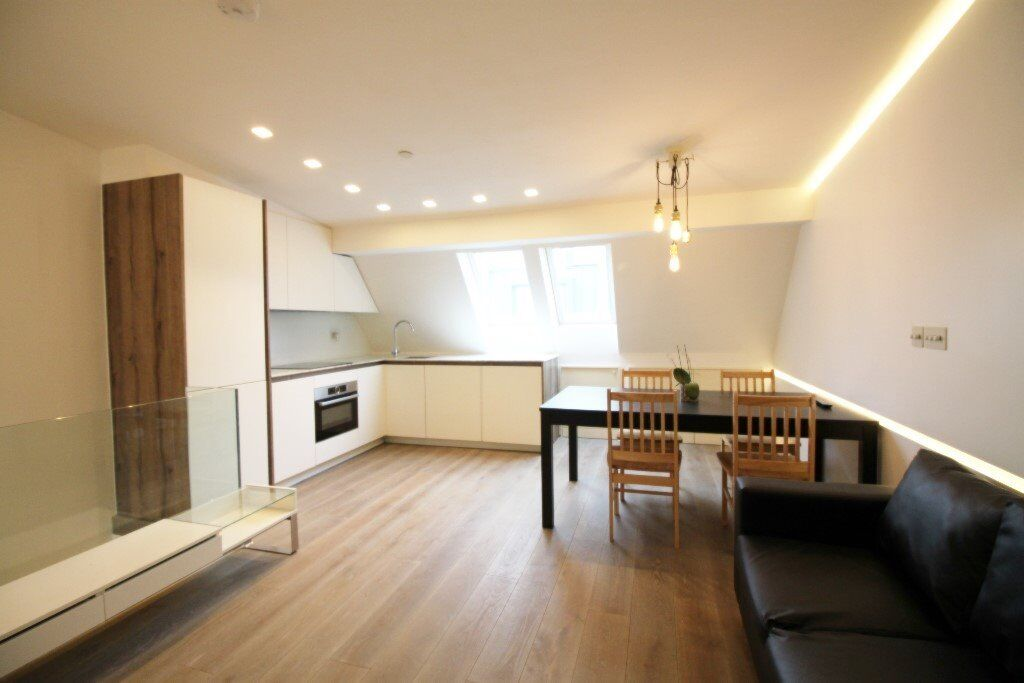 ***A STUNNIN 1 BEDROOM MEWS APARTMENT IN MAIDA VALE - AVAILABLE NOW**