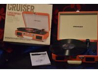 RECORD PLAYER CARRY CASE BUILTIN SPEAKERS/MANUEL CANBE SEENWORKING