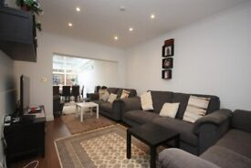 Superb location, close to zone 2 station and shops, lovely ensuite