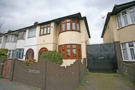 WELL PRESENTED & LARGE 3 BEDROOM HOUSE IN ILFORD IG1 AVAILABLE NOW *ILFORD LANE*