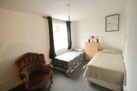 GREAT TWIN ROOM AVAILABLE IN HOLLOWAY ! **ZONE 2** ONLY HALF DEPOSIT NEEDED! 5P