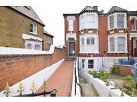 3 Double Bed, 1 Bath flat on Woodside, Wimbledon SW19