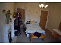 Summer Holiday Double bed room to rent in Morningside