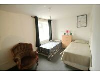 EXTRA LARGE TWIN ROOM IN THE HEART OF CAMDEN TOWN VERY COZY HOUSE!!!!