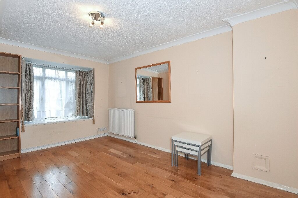 Three Double Bedroom House, St Hughes Close, Wandsworth Common, SW17, £1800 Per Month