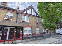 ***SPACIOUS 2 BEDROOMS WITH PRIVATE PATIO GARDEN. Aylesbury Road SE17***