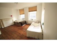 TWIN ROOM TO RENT IN CENTRAL OF CAMDEN TOWN CLOSE TO THE TUBE STATION 100C.