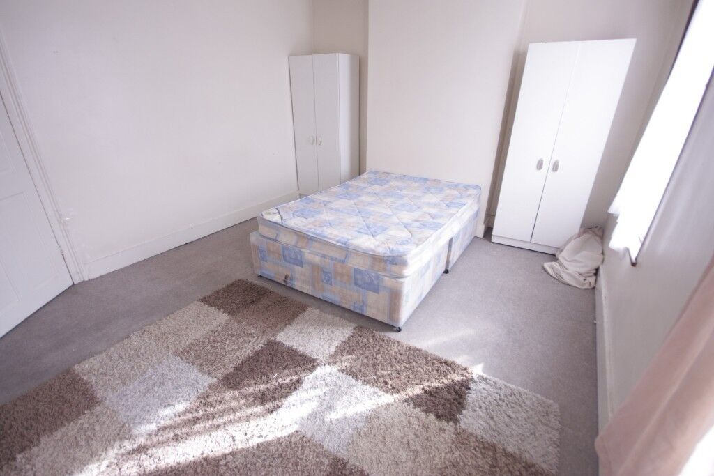 HUGE DOUBLE ROOM IN CANARY WHARF! FURNISHED ALL