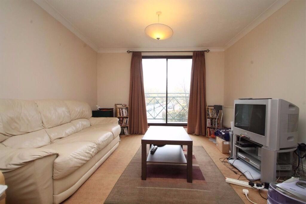 **LIME TREE COURT** 2 BEDROOM 2 BATHROOM IN PURPOSE BUILT BLOCK OF FLATS IN SOUTH CROYDON !!