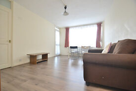 Ex-local three bedroom flat, walking distance to Shorditch and local amenities.