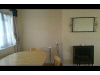 Spacious 3 bedroom flat Kingsbury Wembley Park NW9 safe quiet area