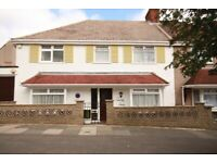 Spacious 5 bed 2 bath house located close to zone 2 station and shops