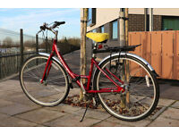 Very Comfy Red GIANT Hybrid City bike (Expression N3) bargain with accessories