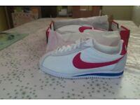 Nike Classic Cortez Nylon (White/blue/red) uk size 5.5