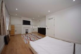 Double rooms (Ensuites) For Rent Near Chigwell Station with TV And ALL BILLS INC