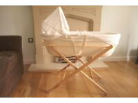 Shnuggle modern moses basket (ivory colour) with folding stand and two fitted sheets